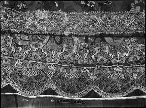 Металлическое кружево на священных одеждах