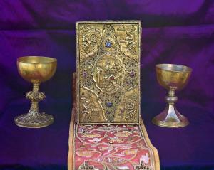 Евангелие - дар Царя Алексия Михаловича и священные сосуды- вклад Царя Михаила Феодоровича