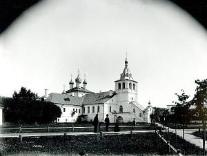 Успенская церковь, липовые аллеи