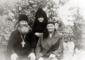 Монахиня Марагрита с прот. Иосифом Потаповым и его супругой