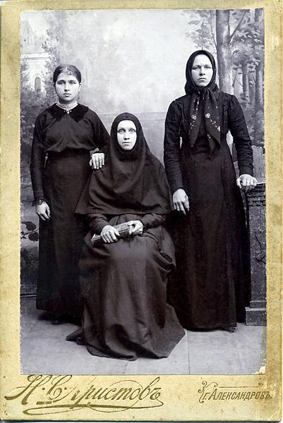 Монахиня Анисия (Семенова) с родными сестрами
