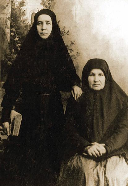 Монахиня с матерью