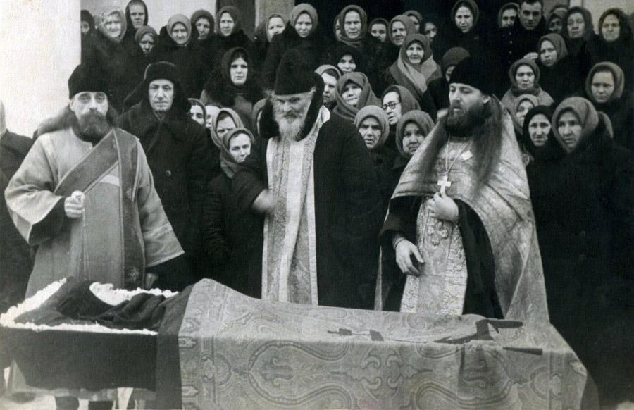 Отпевание монахини, 1959 г. (Протодиак. Сергий Зензивеев, про. Петр Успенский, иер. Константин Тивецкий)