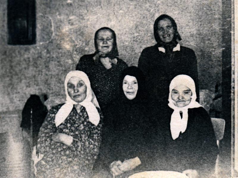 м. Магдалина с прихожанками Троицкого собора