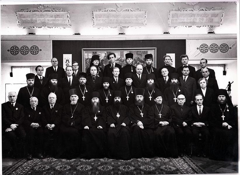 Преподавательский состав МДАиС, прот. Андрей Сергеенко четвертый слева в нижнем ряду