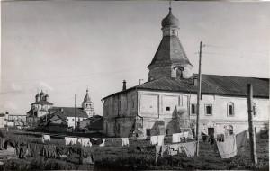 1948 год. Вид на Покровскую и Успенскую церкви с северо-востока