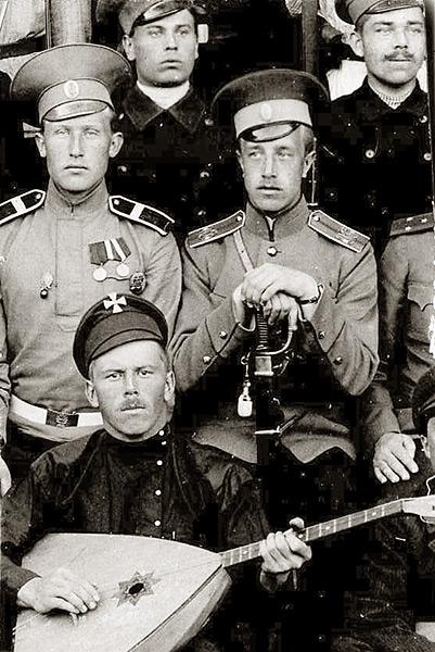 Евгений Андреев с сослуживцами
