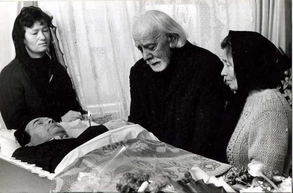 отец Сергий у гроба сына