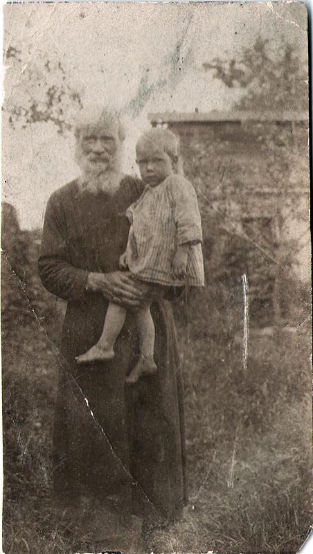 тесть Алексей Михайлович Соколов с внуком Алексеем 1924 год