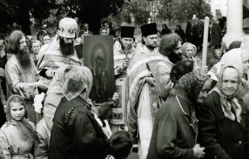 Крестный ход ок. 1988 г., впереди диакон Стахий
