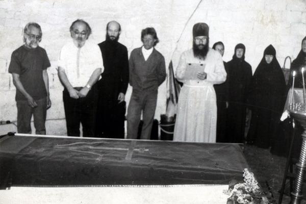 Обретение мощей преп. Корнилия, май 1995 г. Крайний слева - В.И. Стариков