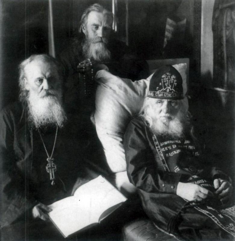 Архим. Кронид и старец Алексий Зосимовский, сзади - прпмч. Макарий (Моржов)